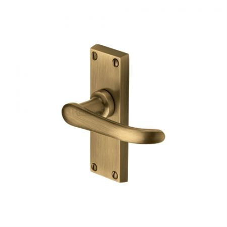 Heritage Brass Windsor Handle on Short Backplate Antique Brass