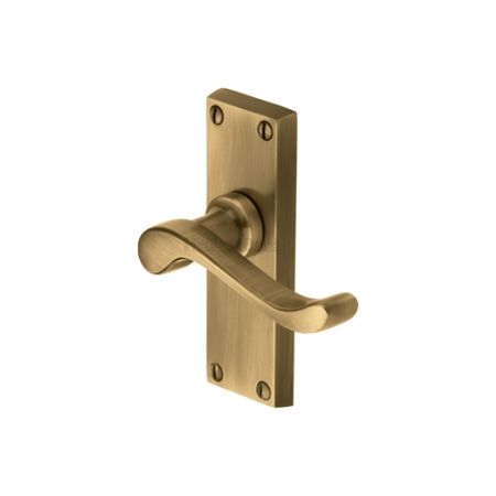 Heritage Brass Bedford Handle on Short Backplate Antique Brass